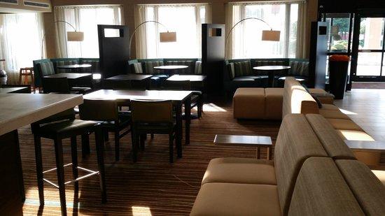 Courtyard Wilmington/Wrightsville Beach: lounge area