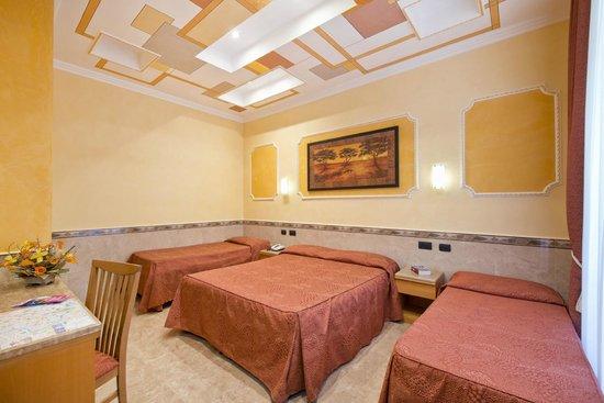 Standard Quad room - Picture of Marco Polo, Rome - TripAdvisor