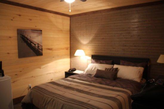 Motel du Haut Phare : chambre qui sent bon le bois
