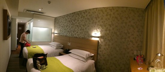 Nine Tree Hotel Myeong-dong : Small but comfortable room