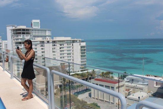 Aloft Cancun Rooftop Pool