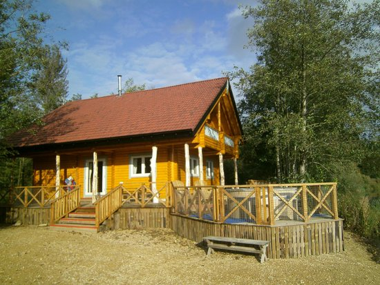Keno Lodge, with hot-tub on the decking, overlooking the lake