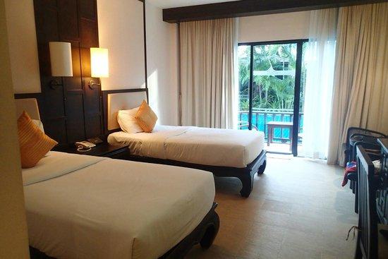 Nipa Resort: Twin sharing room with pool access