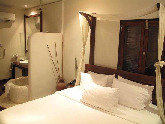 Ancient Luangprabang Inn : InsideRoom1