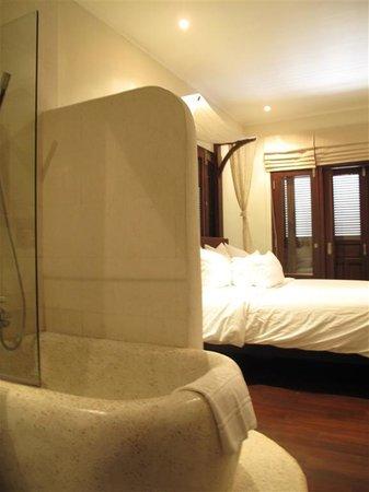 Ancient Luangprabang Inn : InsideRoom2