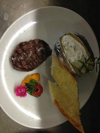 Paul's Restaurant und Steakhaus : Filet mit Ofenkartoffel