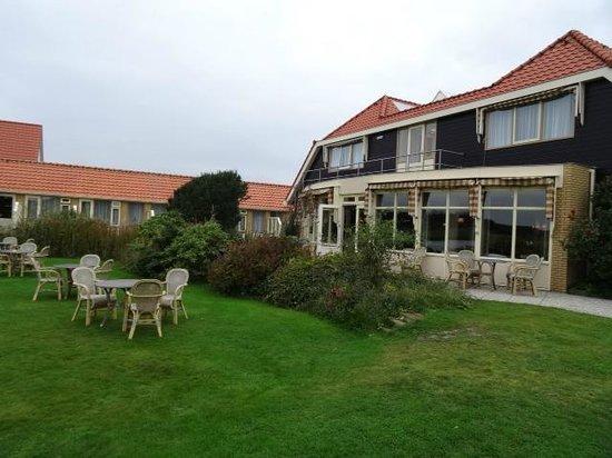 Hotel Tatenhove Texel: facing outside