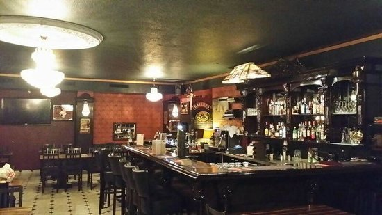 McGees Irish Pub & Restaurant: Bar at Oerlikon