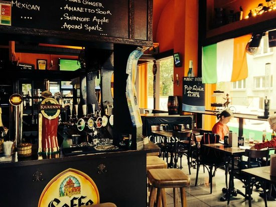 McGees Irish Pub & Restaurant: Bar at Wiedikon