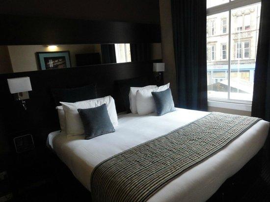 Fraser Suites Glasgow: 寝室