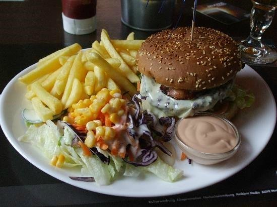 McGees Irish Pub & Restaurant: Burger at McGee's