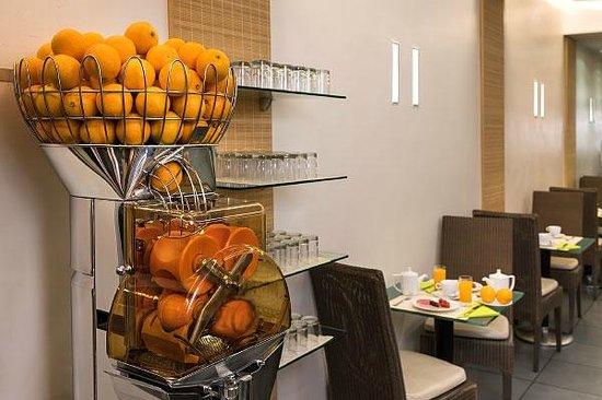 Bar lounge photo de hotel magellan paris tripadvisor - Machine a orange pressee ...