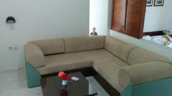 Forum Suites: livingroom