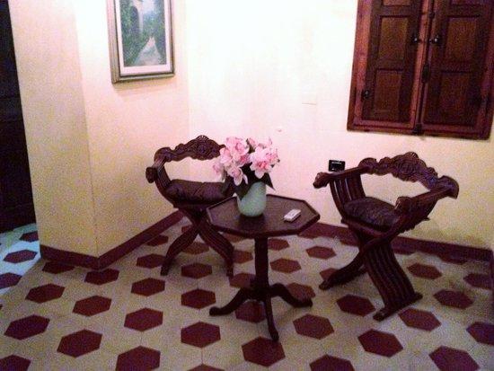 Relais Centro Storico Residenza D'Epoca: room between bedroom and bathroom