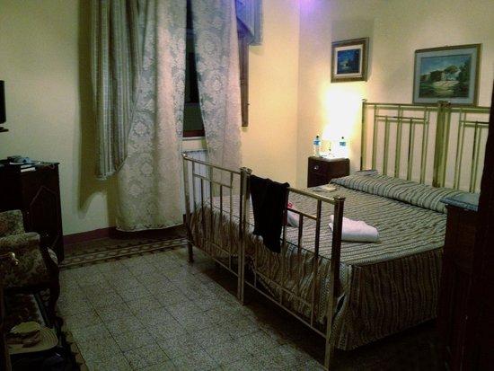 Relais Centro Storico Residenza D'Epoca: Bedroom on 3rd floor
