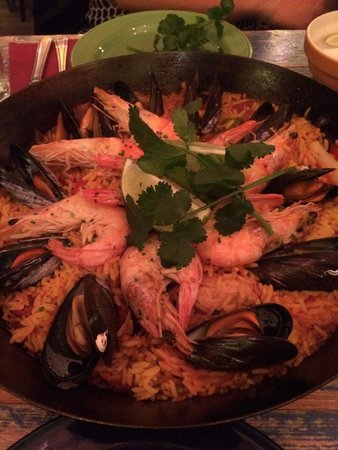 Cafe des Amis : Paella for two