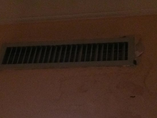Antico Palazzo Rospigliosi : Water damage from air conditioner room 406