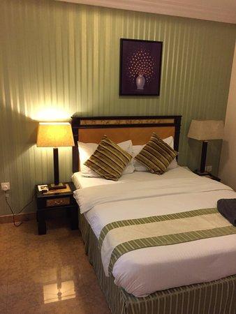 Tulip Inn Muscat : Bed