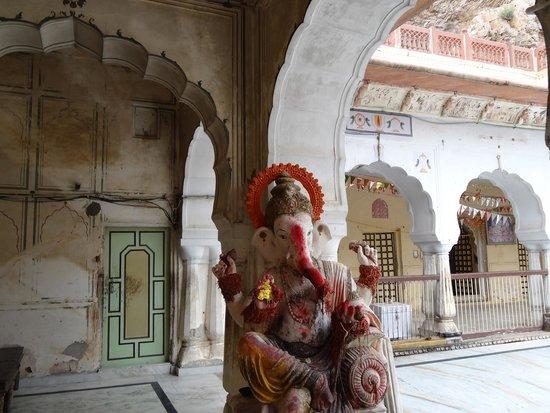 Monkey Temple (Galta Ji): Statua indù