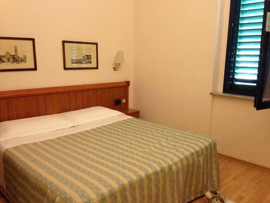 Bagno con porta scorrevole foto di hotel san marco prato