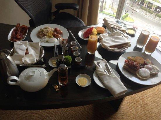 Fairmont Makati: In-room breakfast at Fairmont, Makati