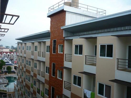 Andatel Grande Patong Phuket Hotel: Соседний корпус