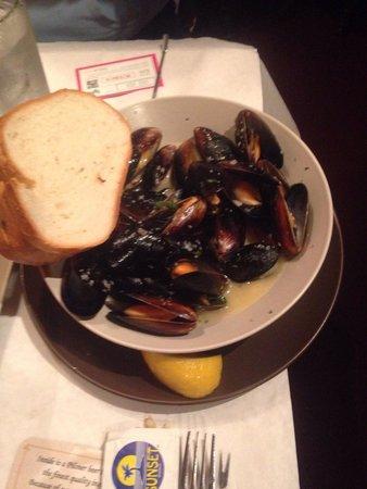 Swingin' Door Exchange: Wednesday's $5.00 mussels sooo good, Thai coconut curry.