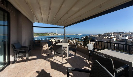 Port View Guesthouse: Terrace