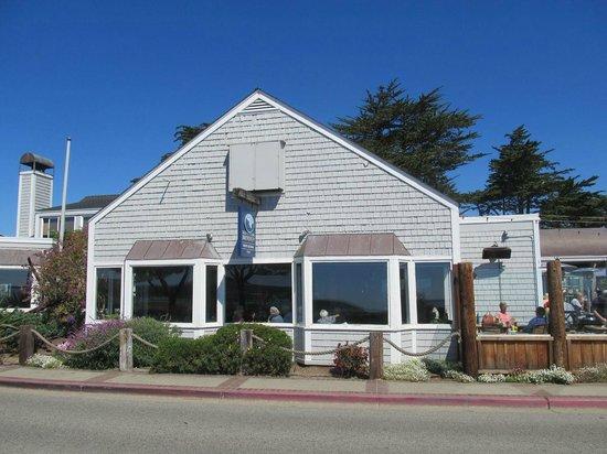 Half Moon Bay Brewing Company: Outside