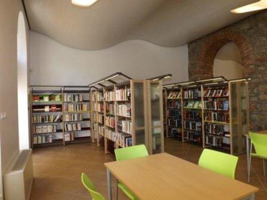 Amelie-les-Bains-Palalda, France: Médiathèque