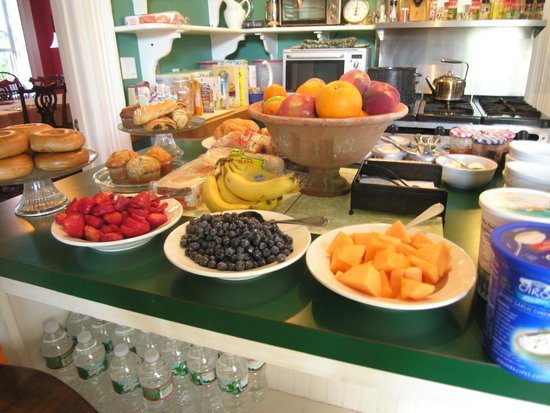 Delano Homestead Bed and Breakfast: Complimentary Breakfast
