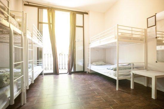 360 Hostel Barcelona: Drom