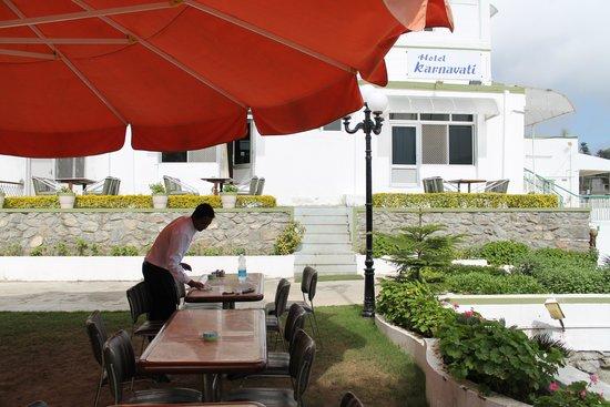 Hotel Karnavati: Garden Restaurent