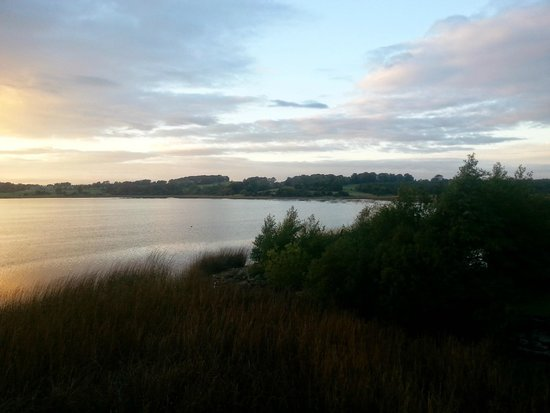 Wineport Lodge: Evening view