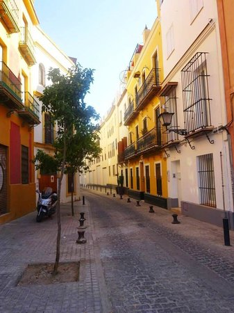 Triana Backpackers: The streets close to the hostel.