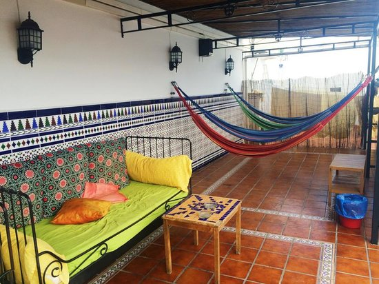 Triana Backpackers: Our favorite thing to do was lay on the hammocks and sip sangrias