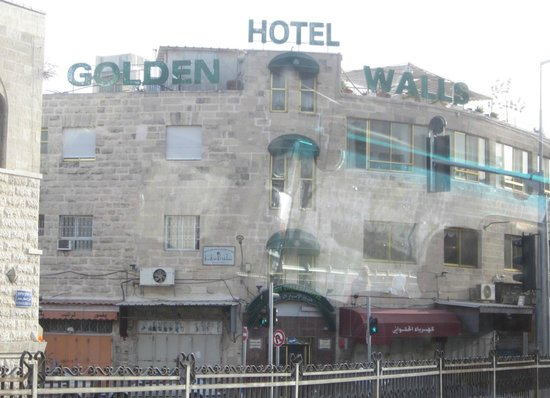 Golden Walls Hotel: Hotel from coach