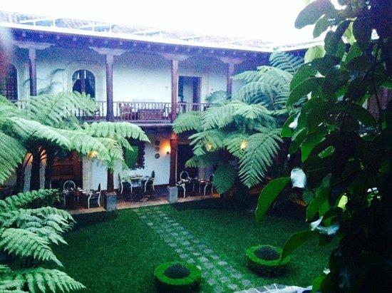 Palacio de Dona Leonor: atrio giardino interno