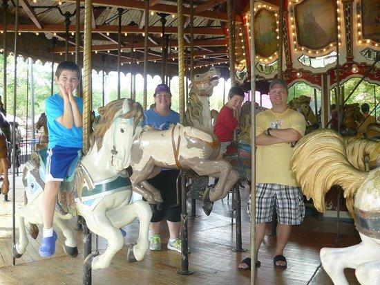 Lake Winnie Amusement Park: fun on the carousel