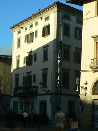 Hotel Giardino: vista dalla piazza del Duomo