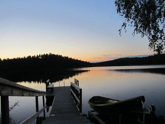Finlandia: Вечерний вид на озеро Полвиярви