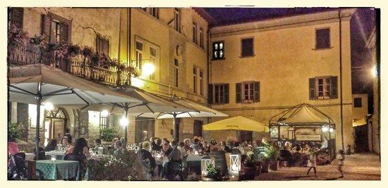 Bagnone, Italia: Piazza Marconi