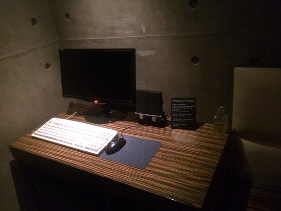 Hotel Yaja Jongno : 部屋にはパソコンもあって、便利。