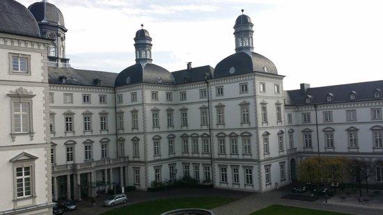 Blick aus dem Fenster. - Bild von Althoff Grandhotel Schloss ...
