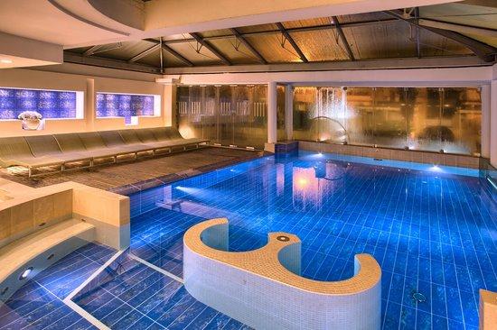 Lunariccione Hotel: Piscina Aquaspa coperta e 32° in inverno e scoperta d'estate!