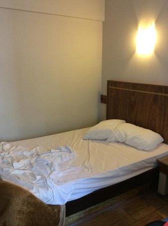 Hotel Elo Inn: cama pequena, mais muito boa!