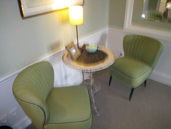 Le Petit Chomel: Sitting area