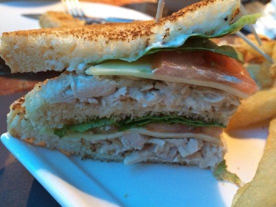 26 Grados : Donde esta la mozarella y el bacon crujiente del sándwich club?