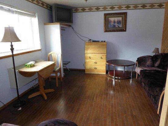Alcan Motor Inn : Wohnzimmer Zimmer 211 (Suite)