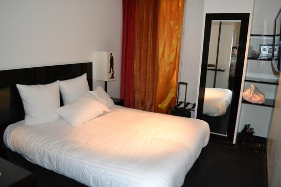 Camera da letto - Picture of Hotel le Chat Noir, Paris - TripAdvisor